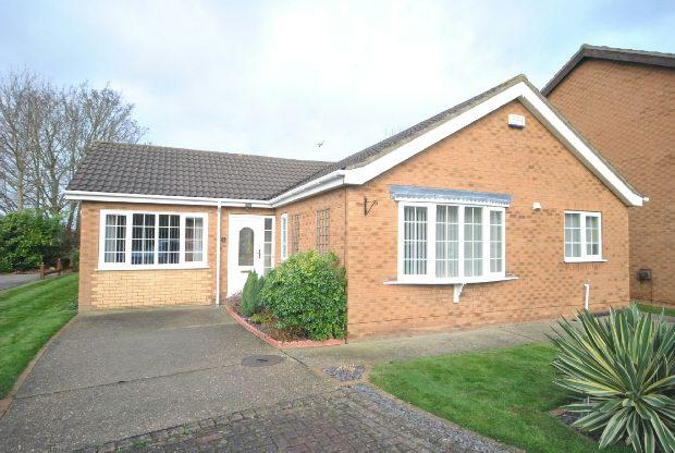 4 Bedrooms Detached Bungalow for sale in Coltsfoot Drive, Waltham, Grimsby