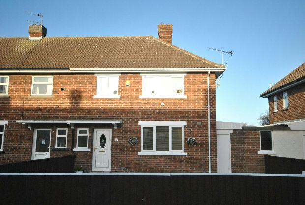 2 Bedrooms End Of Terrace House for sale in Sandringham Road, CLEETHORPES
