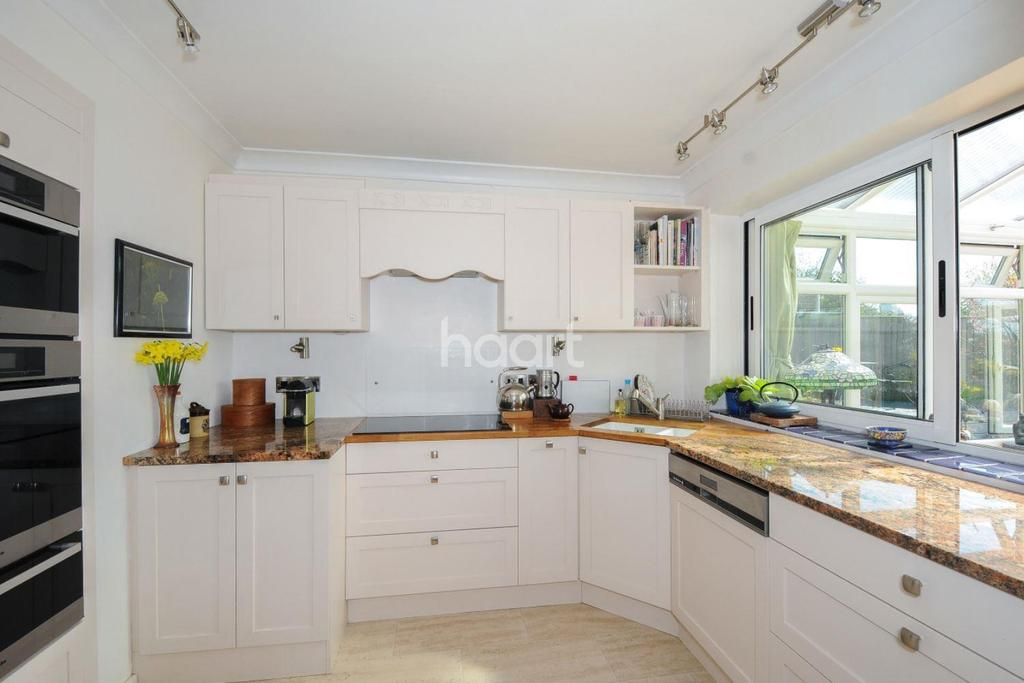3 Bedrooms Semi Detached House for sale in Elmdon Court - Norwich - close to city centre