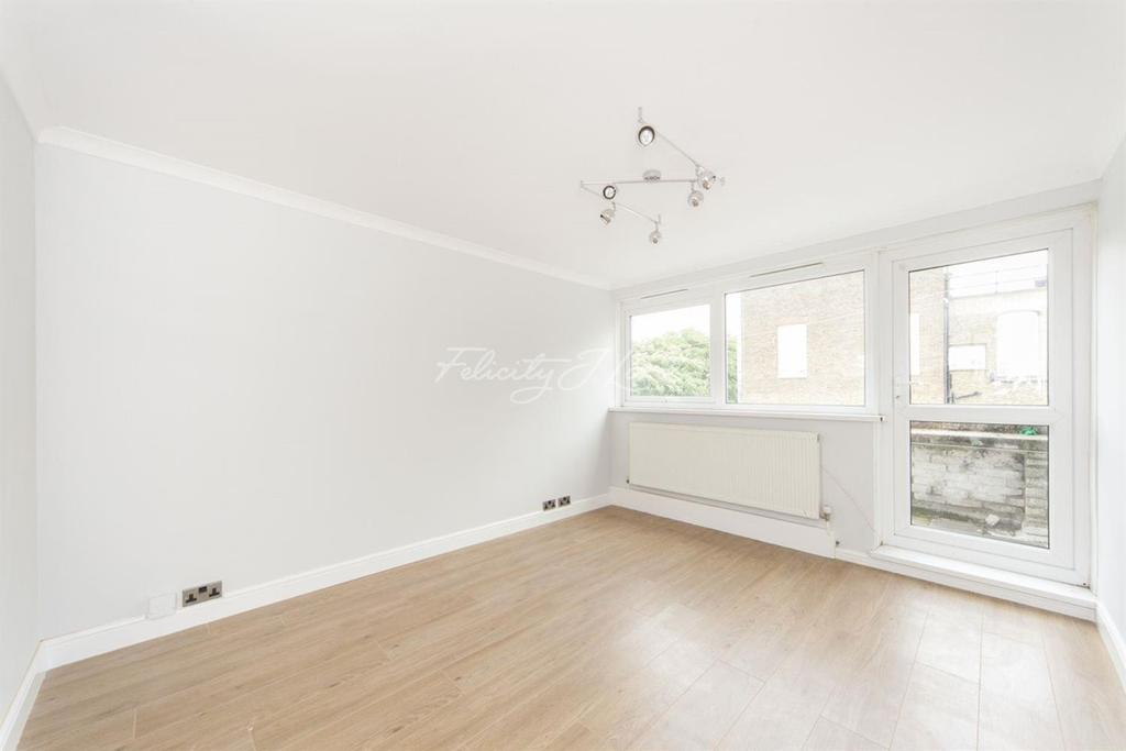 2 Bedrooms Flat for sale in Caister House, Roman Way, N7