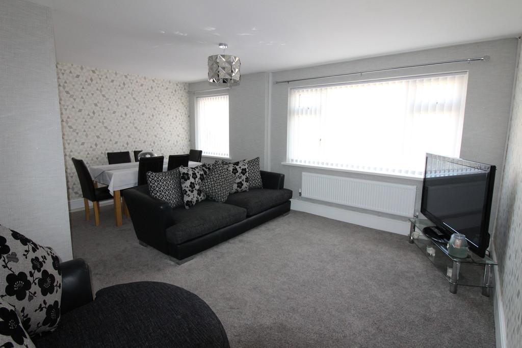 2 Bedrooms Flat for sale in Ridgeway Road, Rumney