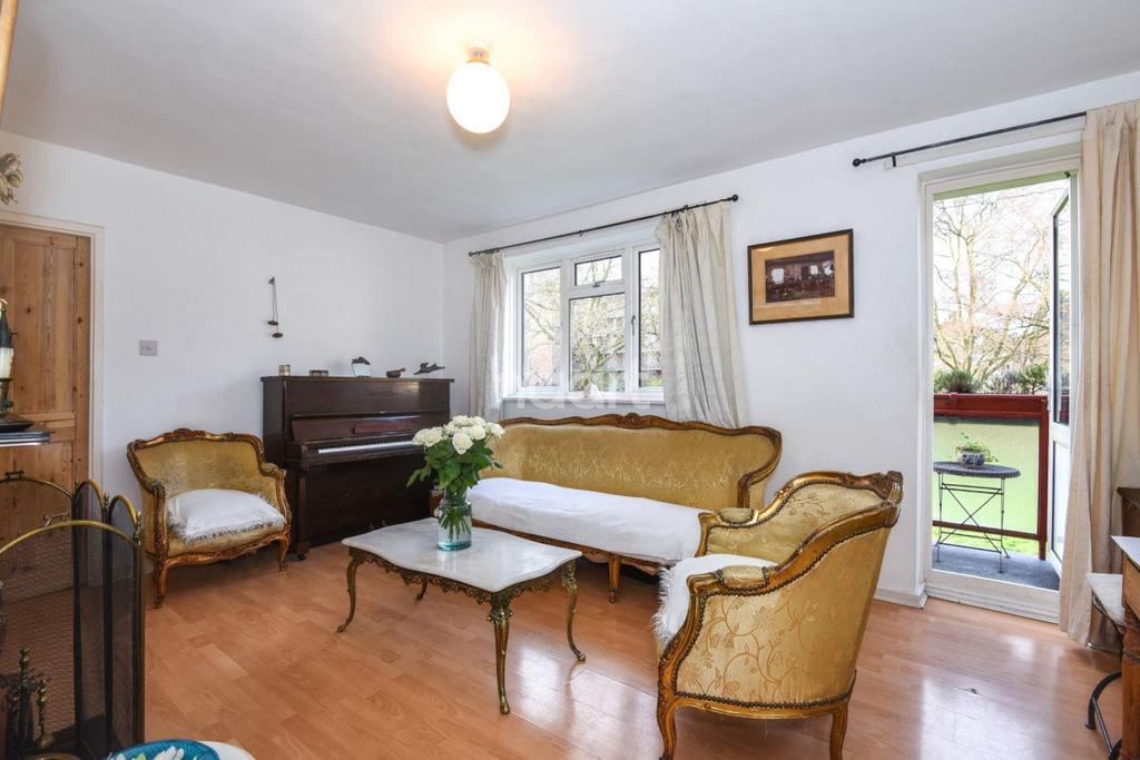 2 Bedrooms Flat for sale in Bethwin Road, Camberwell SE5