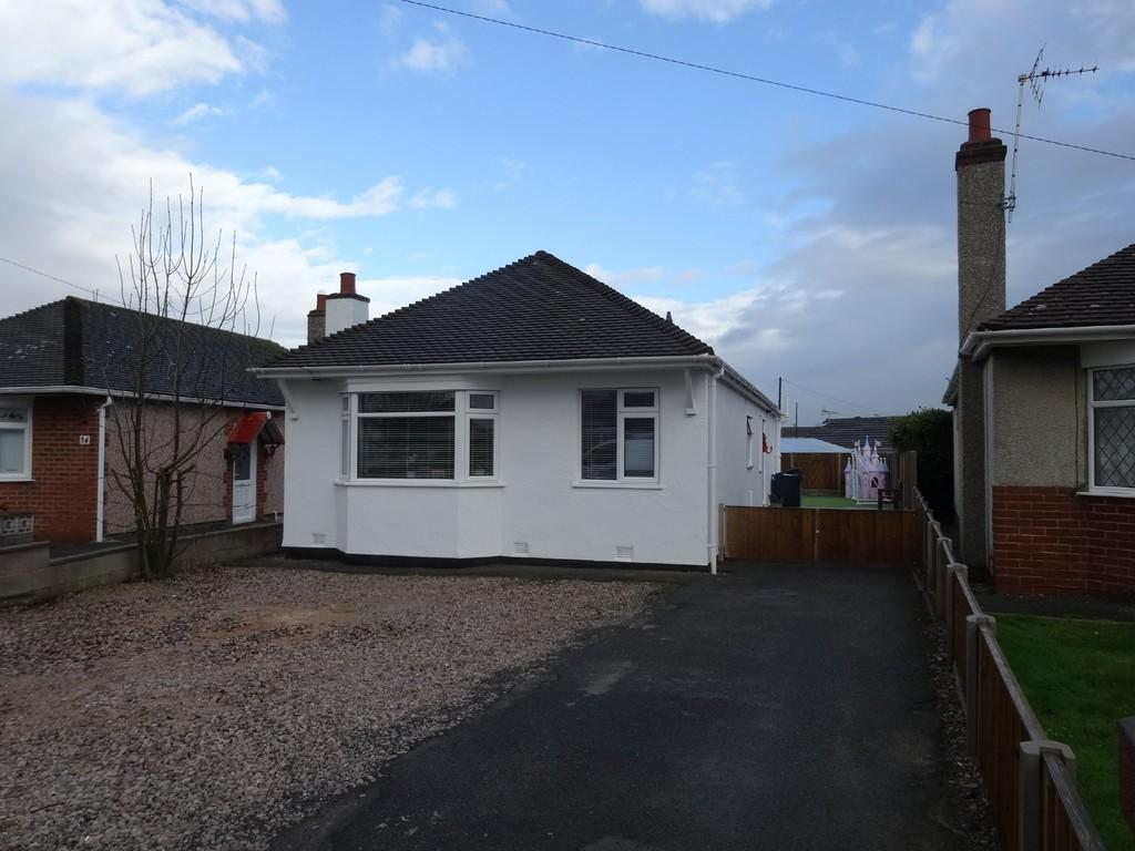 4 Bedrooms Detached Bungalow for sale in Rosehill Road, Rhyl