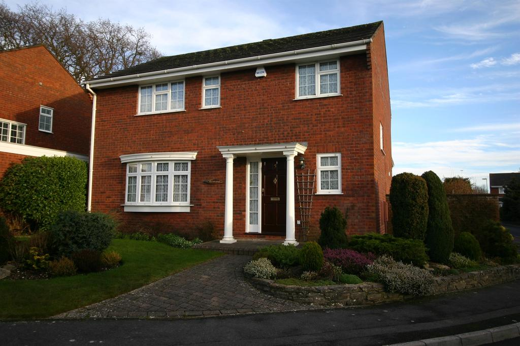 4 Bedrooms Detached House for sale in Stenbury Way, Netley Abbey, Southampton, SO31 5PU