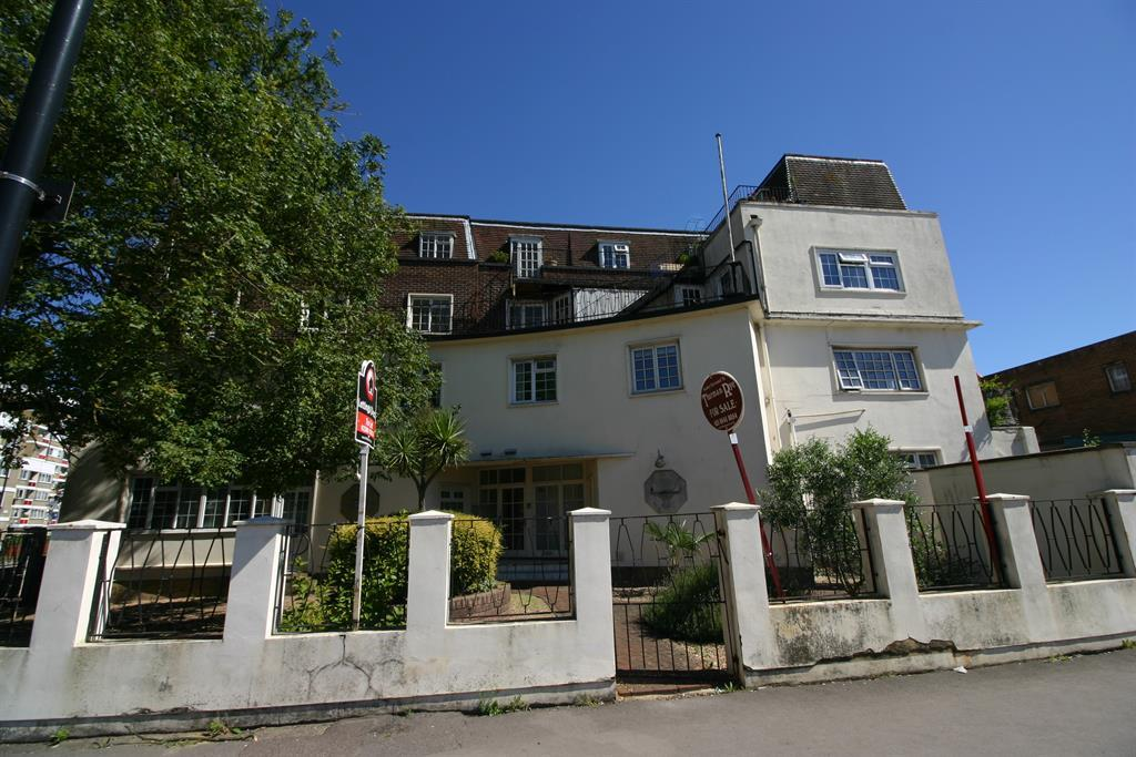 1 Bedroom Ground Flat for sale in Queensway, Southampton, SO14 3AZ