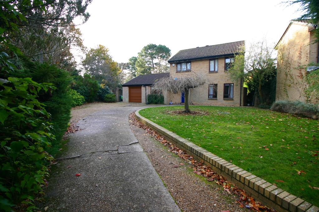 4 Bedrooms Detached House for sale in Yaverland, Netley Abbey, Southampton, SO31 5PW