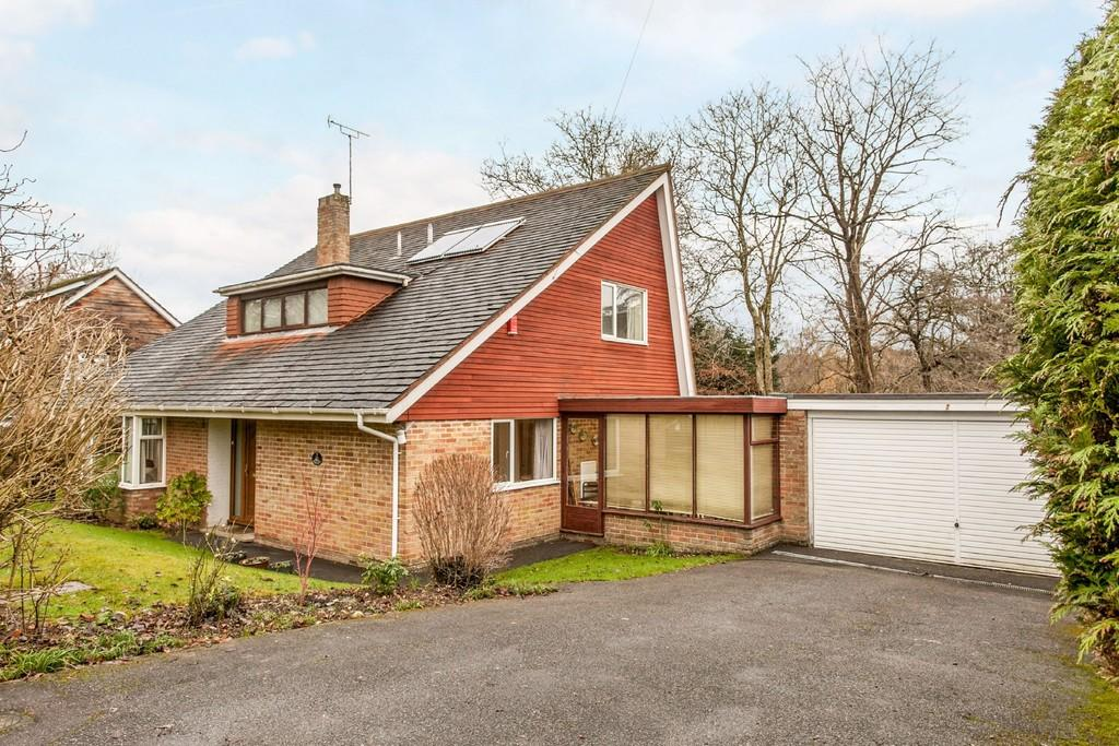 4 Bedrooms Detached House for sale in Hillside Close, Winchester, SO22