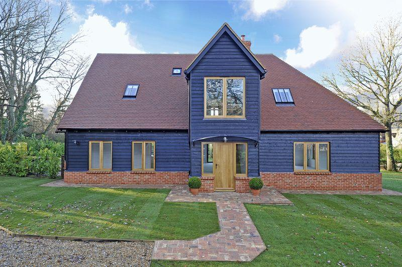 3 Bedrooms Detached House for sale in Wanborough Lane, Cranleigh
