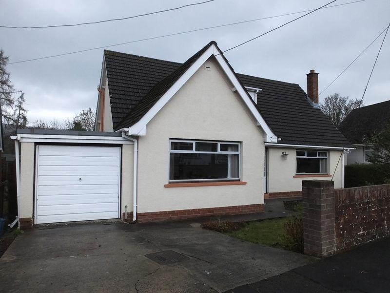 3 Bedrooms Bungalow for sale in Bank Crescent, Abergavenny