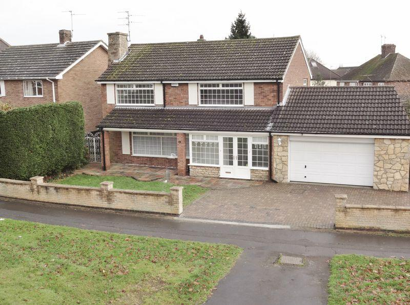 3 Bedrooms Detached House for sale in Forest Gate Road, Corby