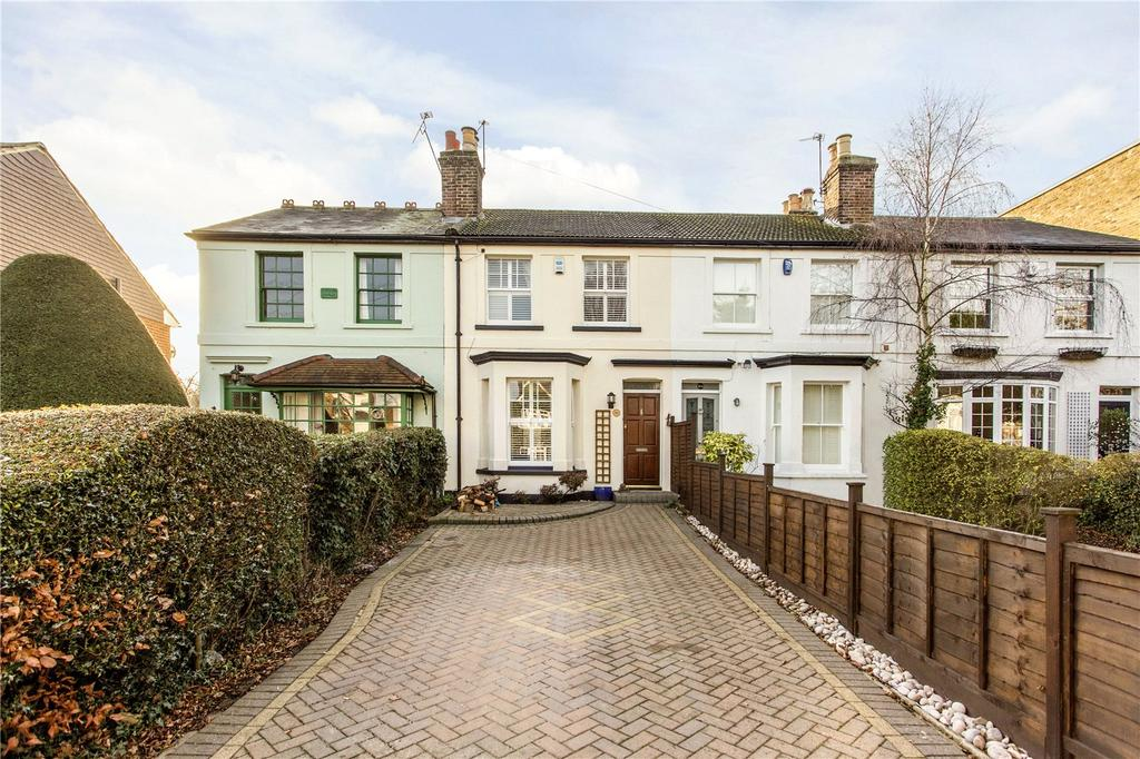 3 Bedrooms Terraced House for sale in Princes Road, Buckhurst Hill, Essex, IG9