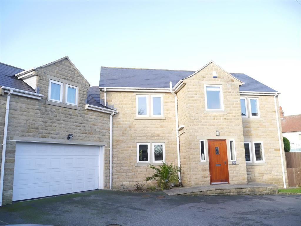 5 Bedrooms Detached House for sale in Bradford Road, Gomersal, BD19 4BQ