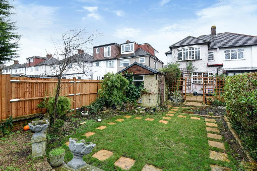 3 Bedrooms Semi Detached House for sale in Chessington Way, West Wickham, BR4