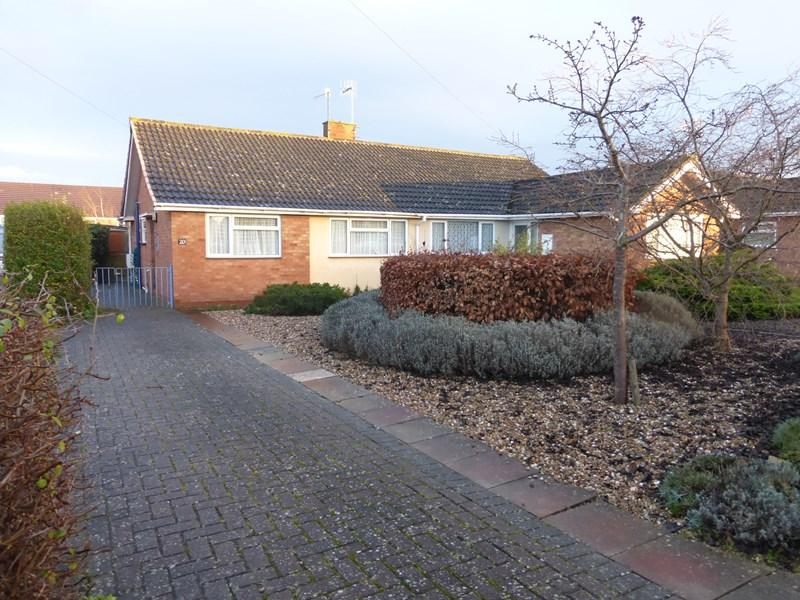 2 Bedrooms Semi Detached Bungalow for sale in St Andrew Road, Evesham