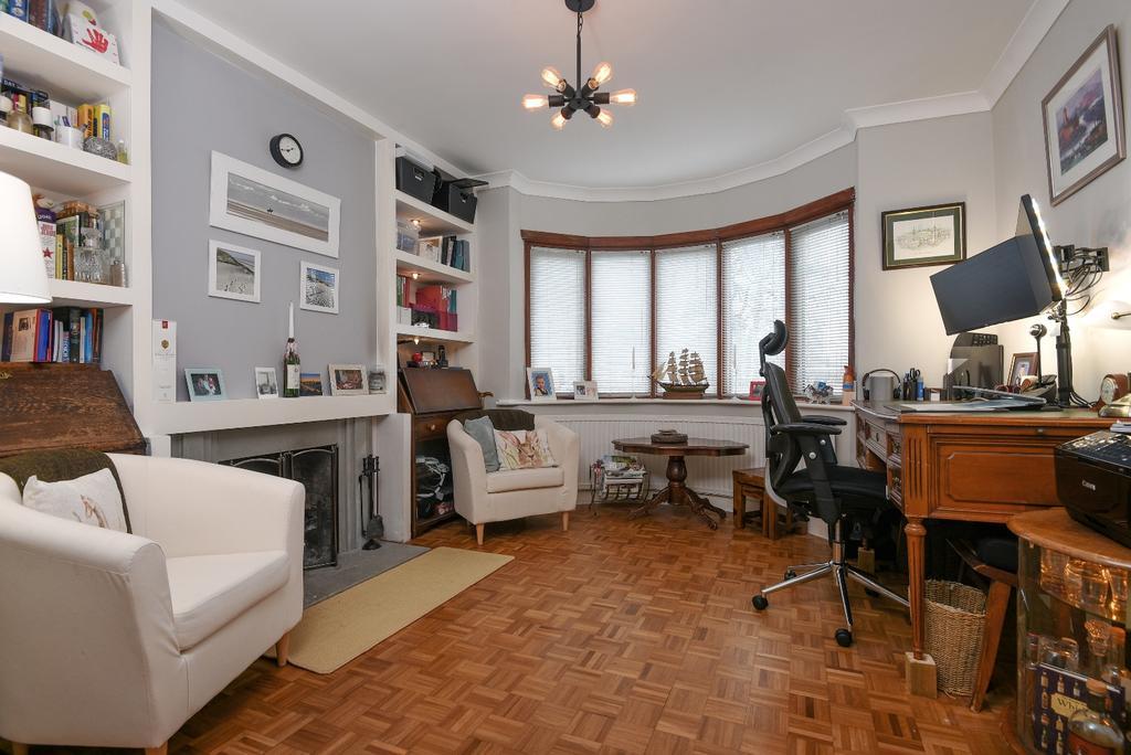 3 Bedrooms Semi Detached House for sale in Wricklemarsh Road London SE3