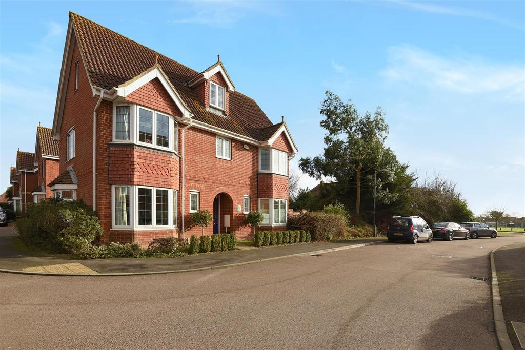 6 Bedrooms Detached House for sale in Nicolson Close, Tangmere