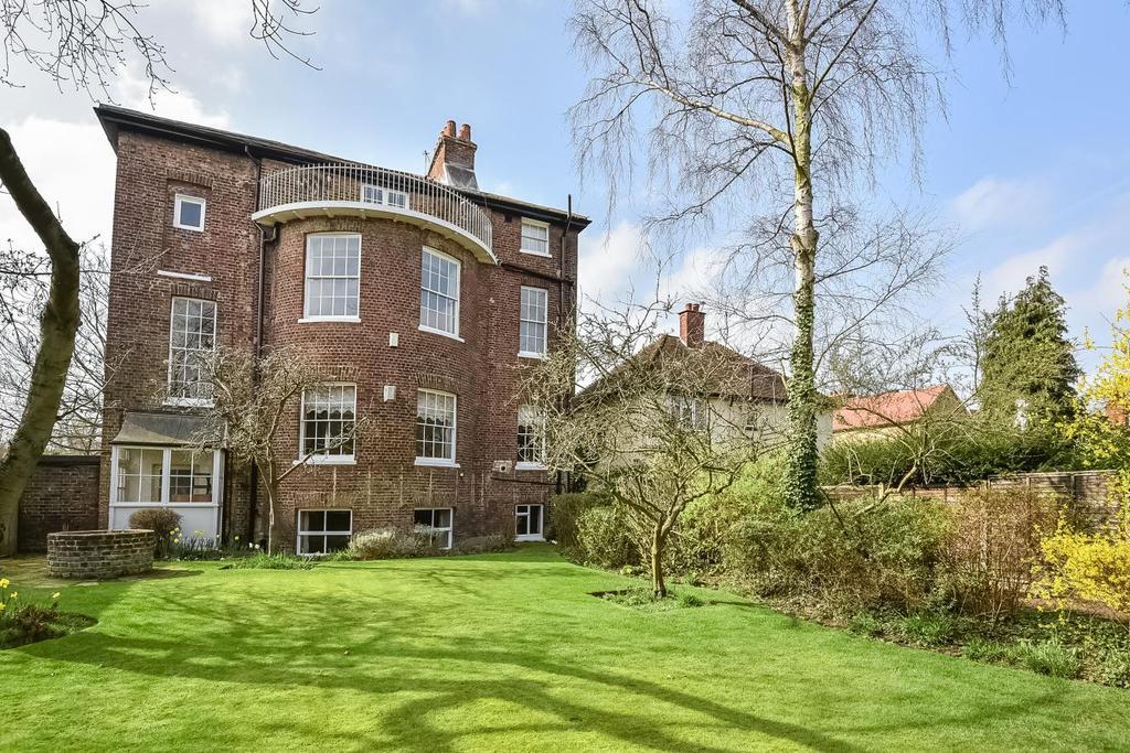 3 Bedrooms Flat for sale in Heathfield Lane, Chislehurst