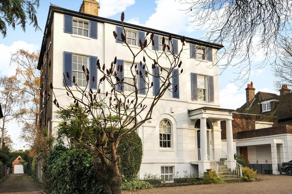 3 Bedrooms Flat for sale in Heathfield Lane, Chislehurst, BR7