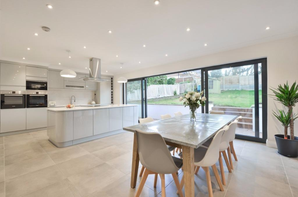 6 Bedrooms Detached House for sale in Woodland Drive Hove East Sussex BN3