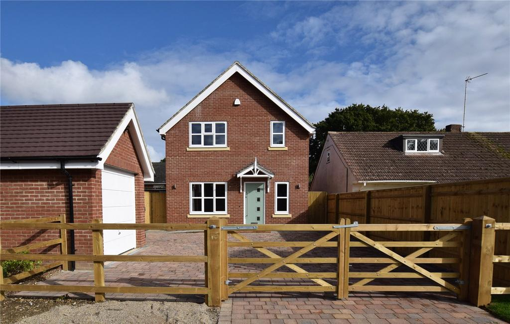 4 Bedrooms Detached House for sale in Woodlands Avenue, Burghfield Common, Reading, Berkshire, RG7
