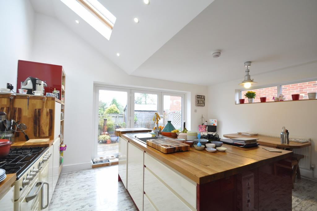 3 Bedrooms Semi Detached House for sale in Moorgreen Road, West End, Southampton, SO30 3EB