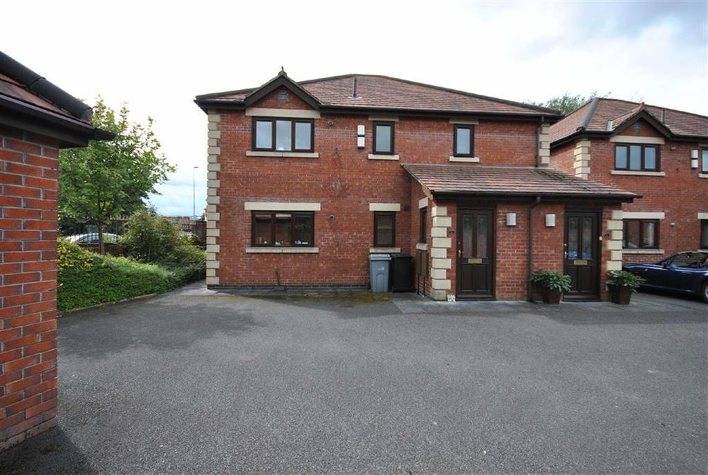 3 Bedrooms Flat for sale in WORTH COURT, POYNTON, Cheshire