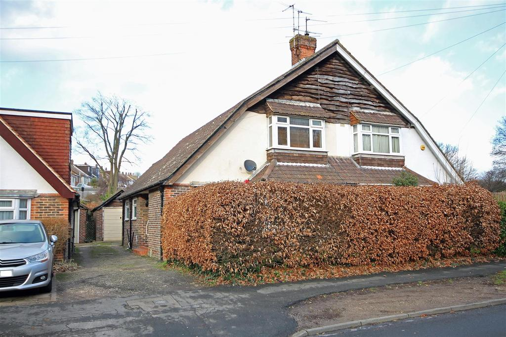 3 Bedrooms Semi Detached House for sale in Mackie Avenue, Patcham, Brighton