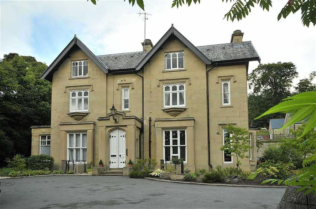 2 Bedrooms Flat for sale in Carter Bench House, Clarence Road, Bollington