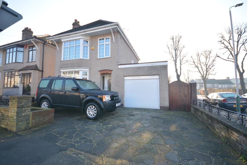 3 Bedrooms Detached House for sale in Bush Elms Road, Hornchurch RM11