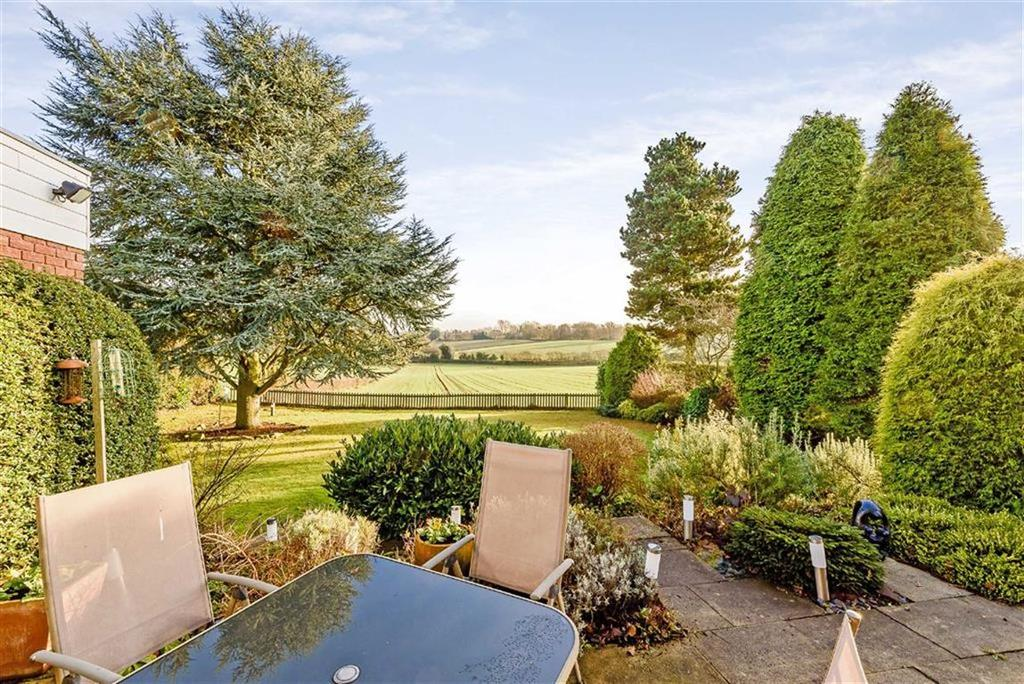 4 Bedrooms Detached House for sale in Hobs Hole Lane, Aldridge, Walsall