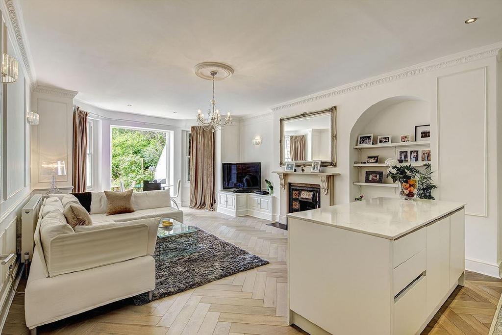 3 Bedrooms Flat for sale in Belsize Square, Belsize Park