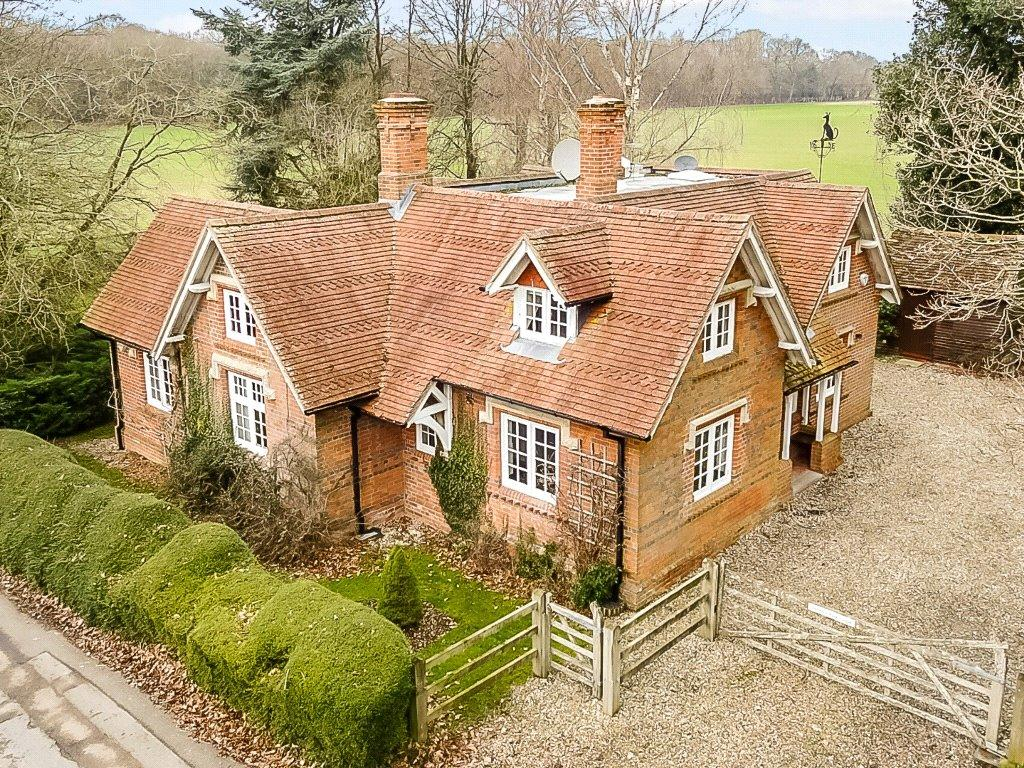 3 Bedrooms Detached House for sale in Upper Denford, Hungerford, Berkshire, RG17