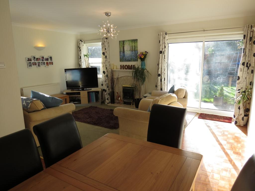 4 Bedrooms Detached House for sale in Highwoods Drive