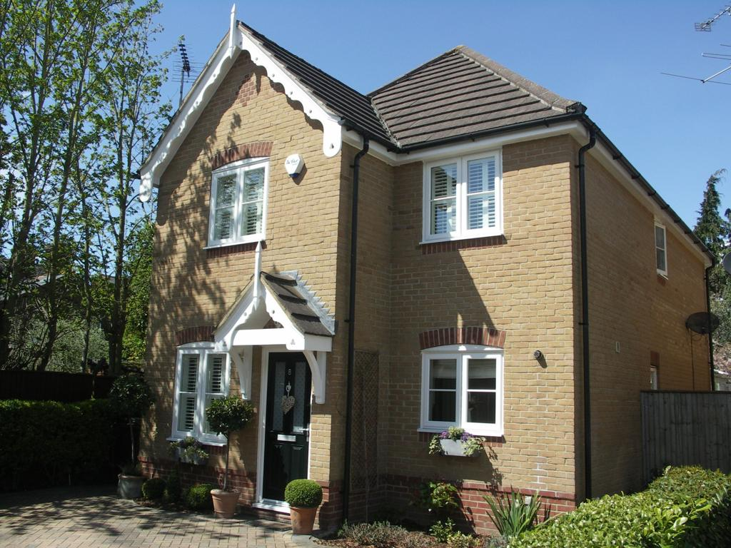 3 Bedrooms Detached House for sale in Redgrave Place
