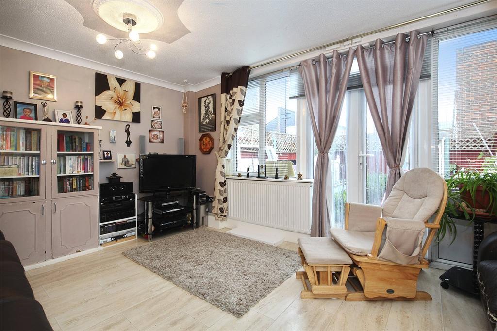 3 Bedrooms Flat for sale in Payne Street, London, SE8