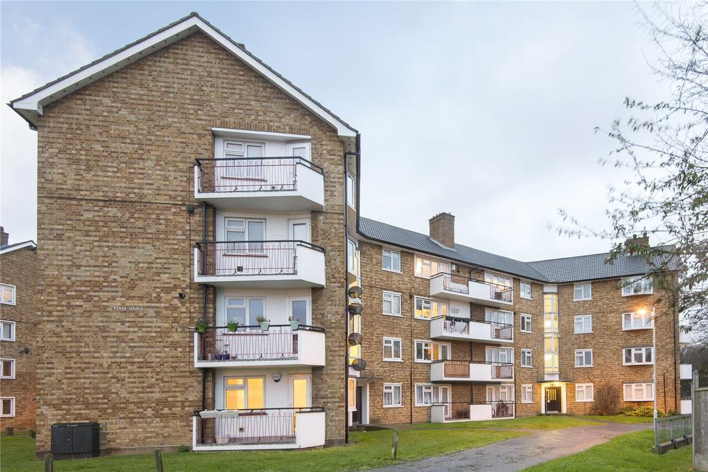 2 Bedrooms Flat for sale in Old Mill Court, Chigwell Road, London, E18
