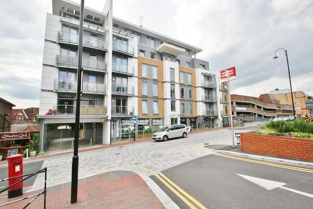 2 Bedrooms Ground Flat for sale in Central Purley