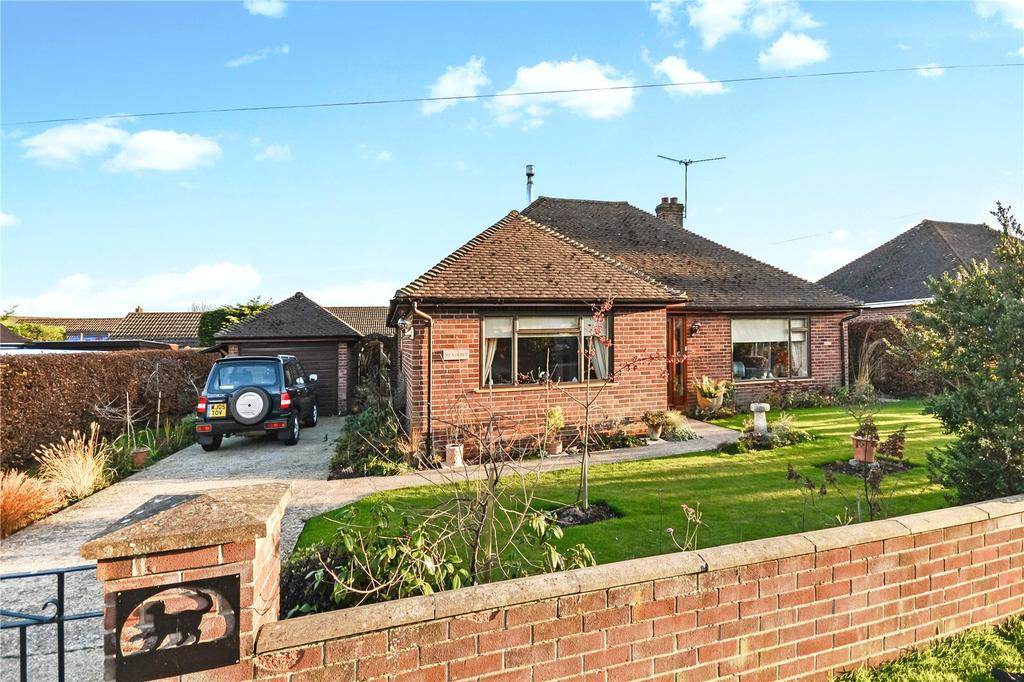 3 Bedrooms Bungalow for sale in Sopers Field, Chard, Somerset, TA20