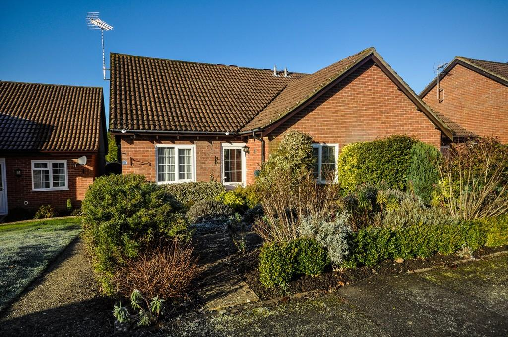2 Bedrooms Semi Detached Bungalow for sale in Liphook