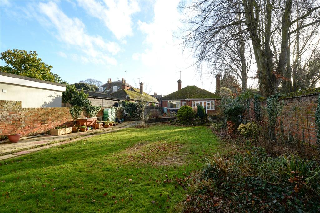 2 Bedrooms Detached Bungalow for sale in Oaten Hill Place, Canterbury, Kent