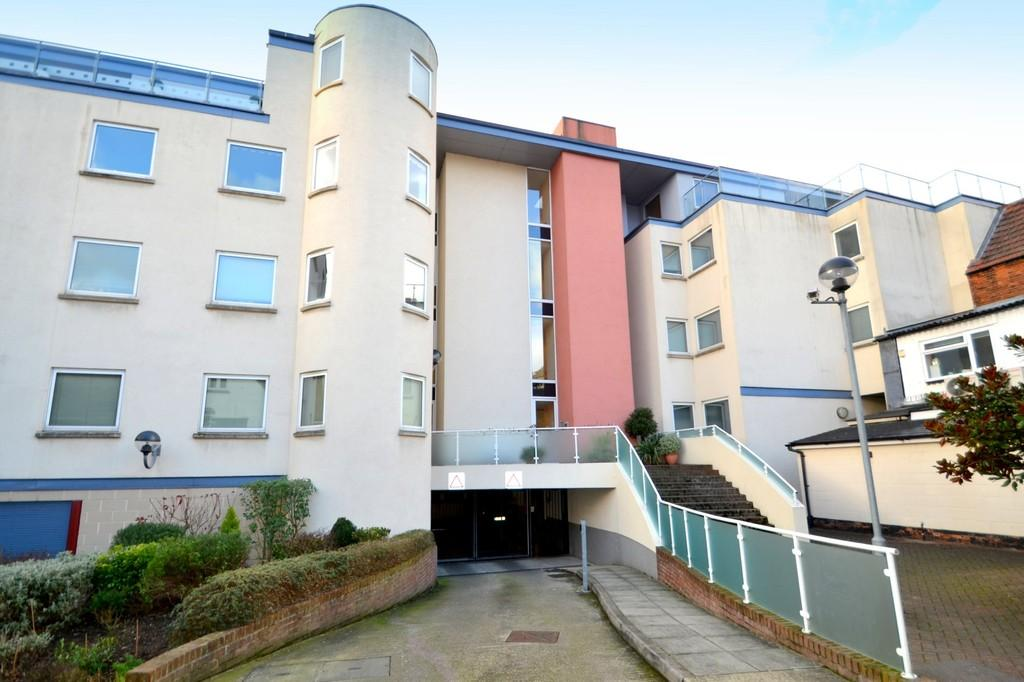 2 Bedrooms Apartment Flat for sale in St. Nicholas Court, Friars Street, Ipswich, Suffolk