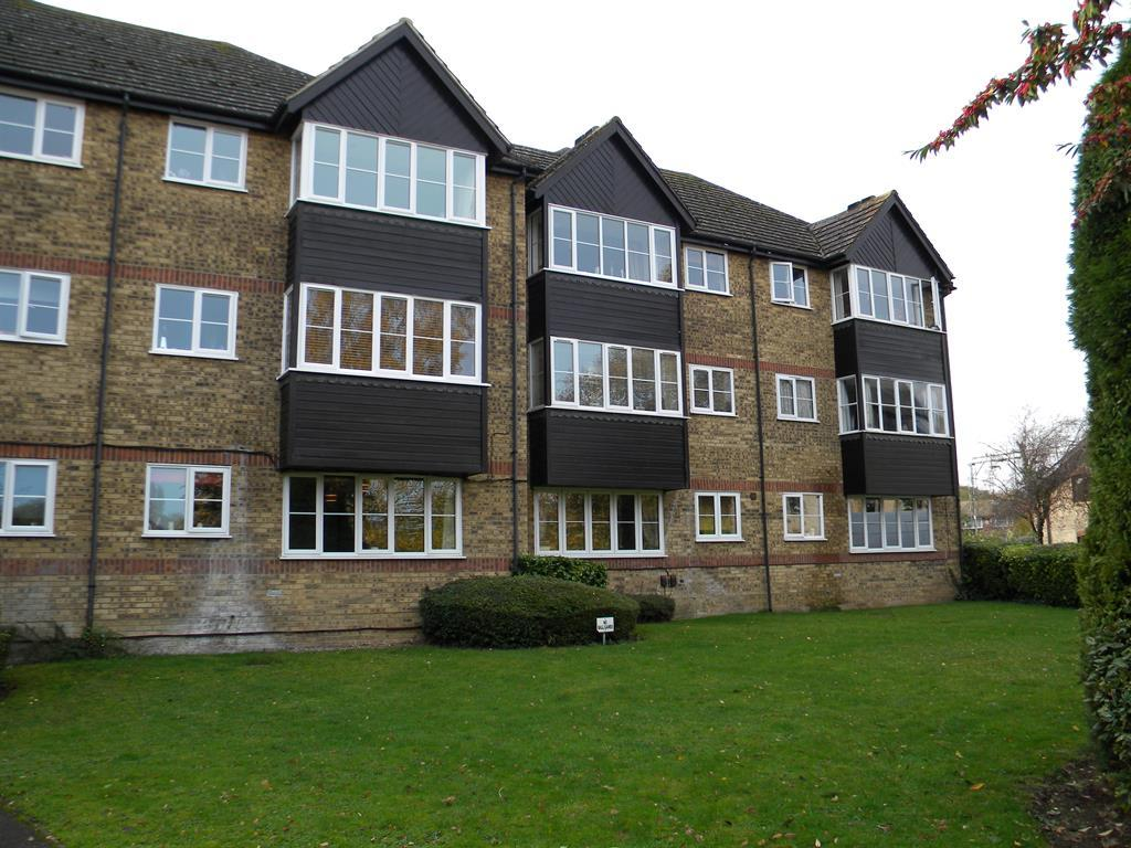 2 Bedrooms Ground Flat for sale in Rivermeads, Stanstead Abbotts, Hertfordshire