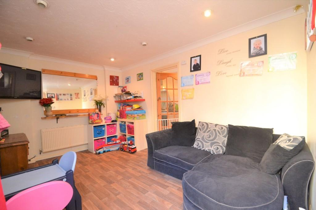 2 Bedrooms Semi Detached House for sale in Green Street, Ryde