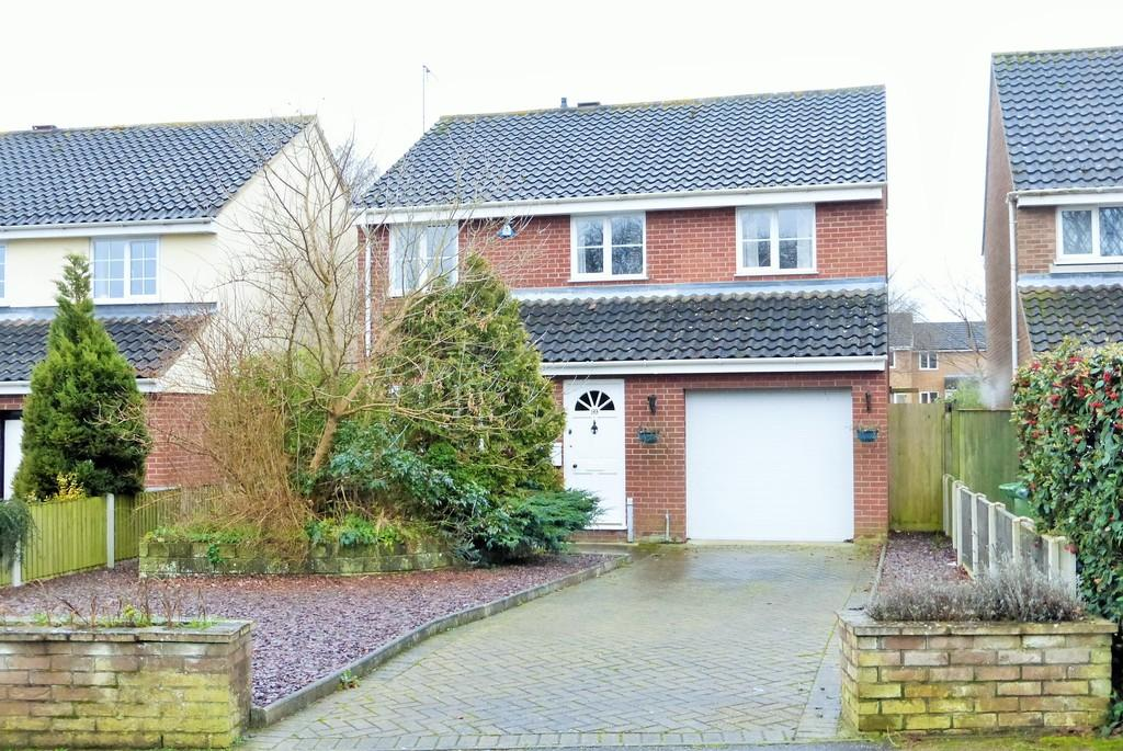 4 Bedrooms Detached House for sale in Kingswood Avenue, Thorpe Marriott, Norwich
