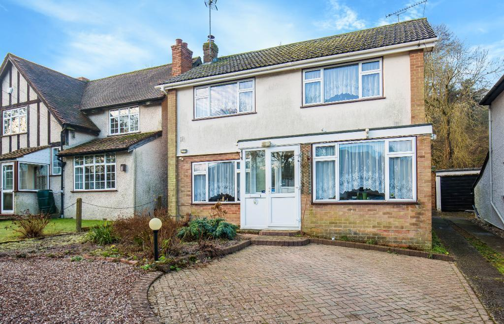 4 Bedrooms Detached House for sale in Markfield Road, Caterham, Surrey, CR3 6RQ
