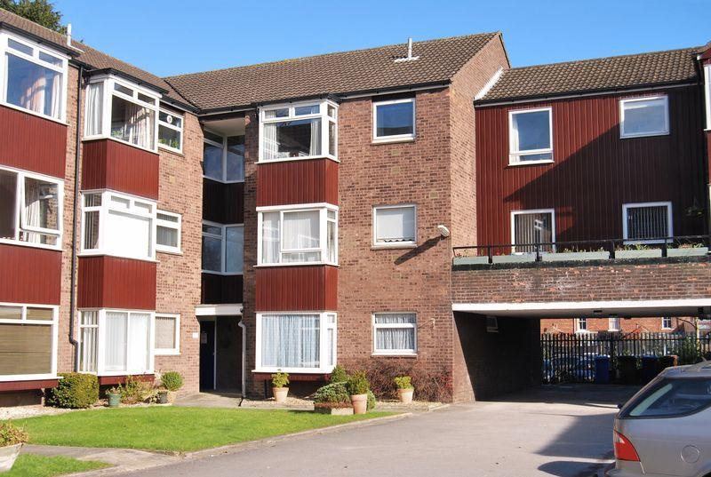 2 Bedrooms Apartment Flat for sale in Minster Court, Beverley