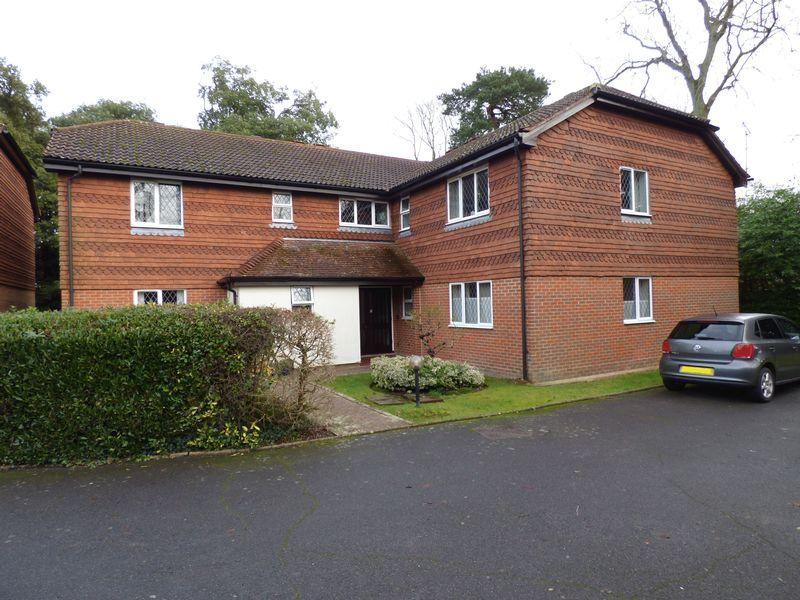 2 Bedrooms Apartment Flat for sale in Hatchlands, Cuckfield, West Sussex.