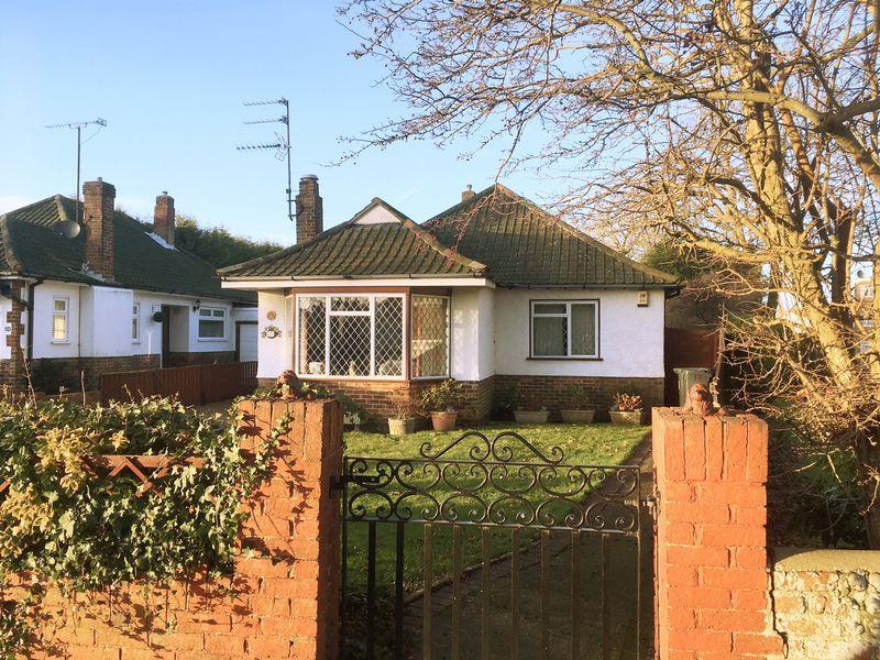 3 Bedrooms Detached Bungalow for sale in GORING WAY