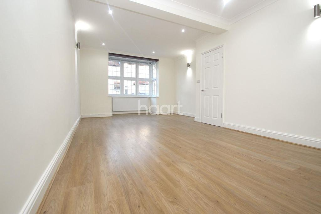 4 Bedrooms Terraced House for sale in Heyworth Road, London, E15