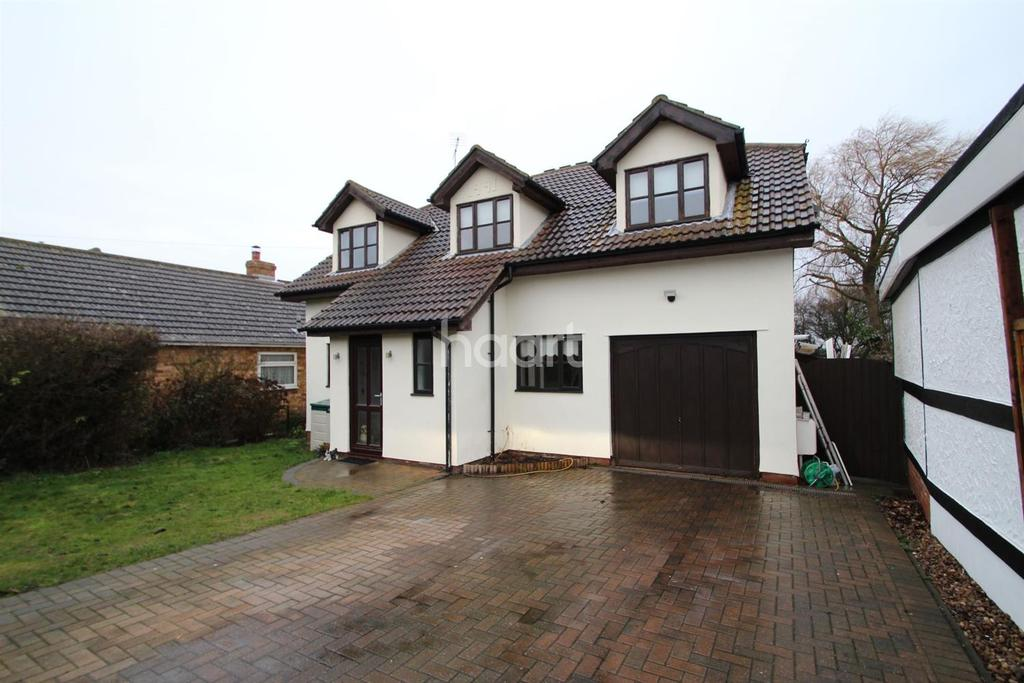 4 Bedrooms Detached House for sale in Oakmead Road, St Osyth